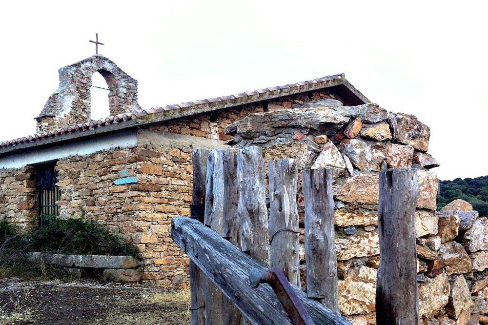 ichnusaorg_45chiesa-campestre-di-santa-maria-nuraxi.jpg